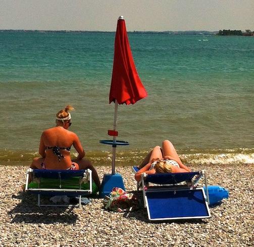 Spiaggia madai beach lago di garda eventi for Cabine vicino al lago di conroe