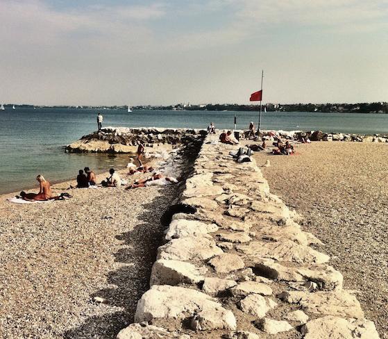 Spiaggia desenzanino lago di garda eventi for Cabine vicino al lago di conroe